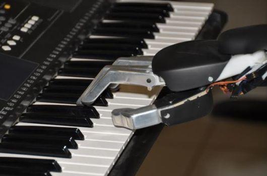 Robot pianista Rohmus